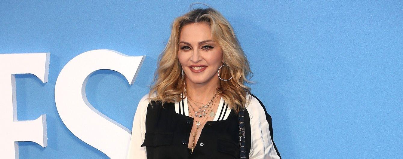 В очках и с новой прической: Мадонна продемонстрировала стильный образ