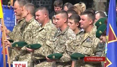 Желание поклониться иконе Божьей матери собрало сотни военных на Тернопольщине