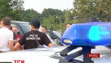 Протест владельцев авто с иностранной регистрацией уже вторые сутки блокирует дорогу на Словакию