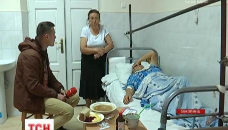 На Буковині у власній оселі пограбували та побили подружжя пенсіонерів
