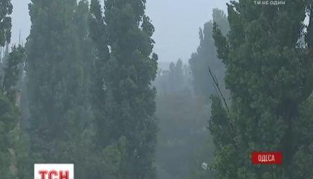 Одещину накрила потужна злива із поривчастим вітром
