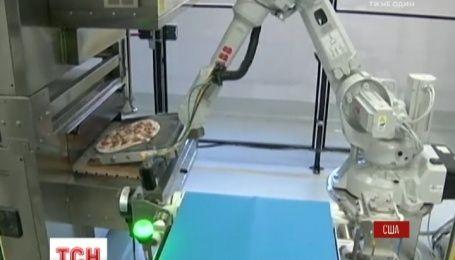 У США молоді розробники створили робота, який готує піцу