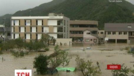 Мощный тайфун пронесся югом Японии