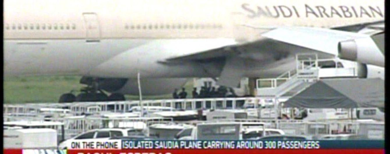 В аеропорту столиці Філіппін повідомили про захоплення літака
