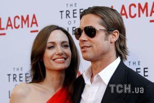 Екс-дівчина Пітта хоче стати посередником у його розлученні із Джолі