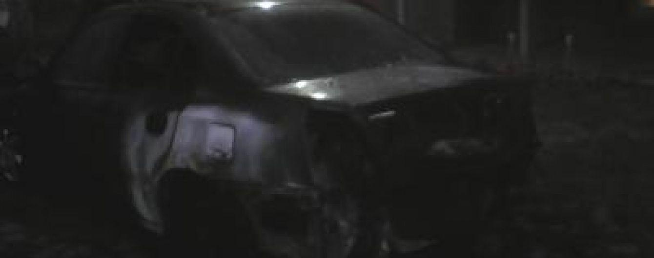 На Закарпатті невідомі вночі спалили авто прикордонника