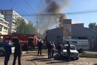 Пожежу в Одесі, у якій загинув робітник, спричинив обірваний високовольтний дріт