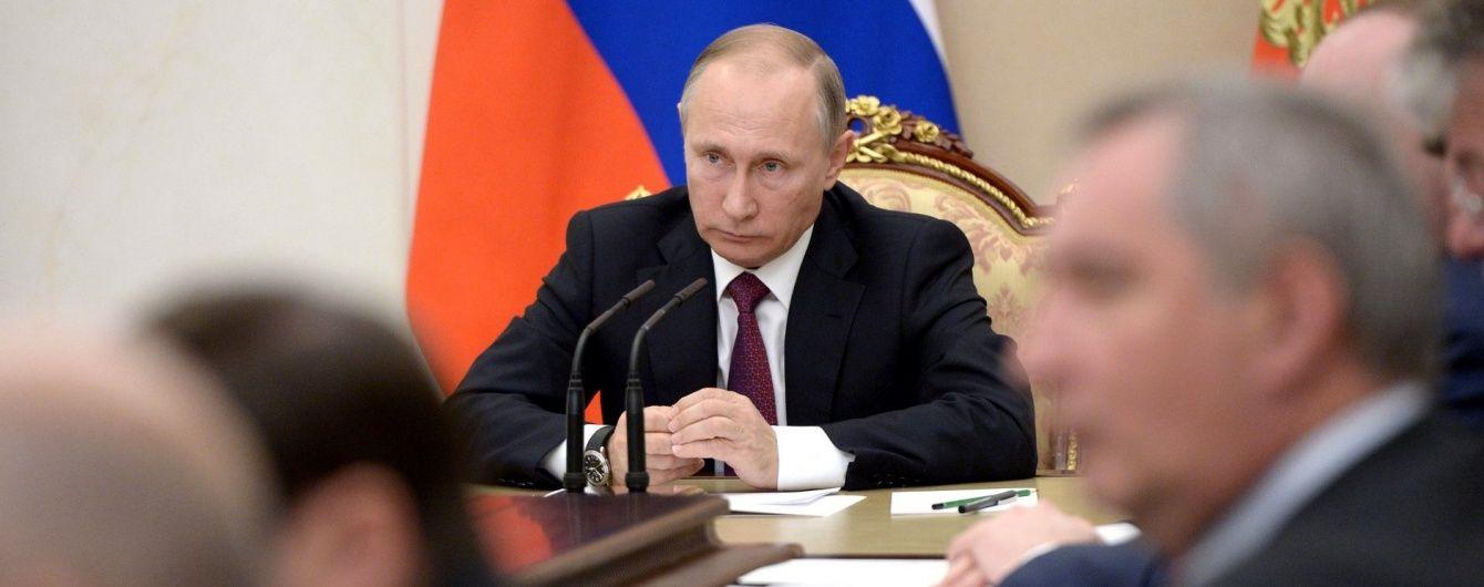 Путин прямо спросил Зеленского, намерен ли Киев реально выполнять Минские договоренности - Кремль