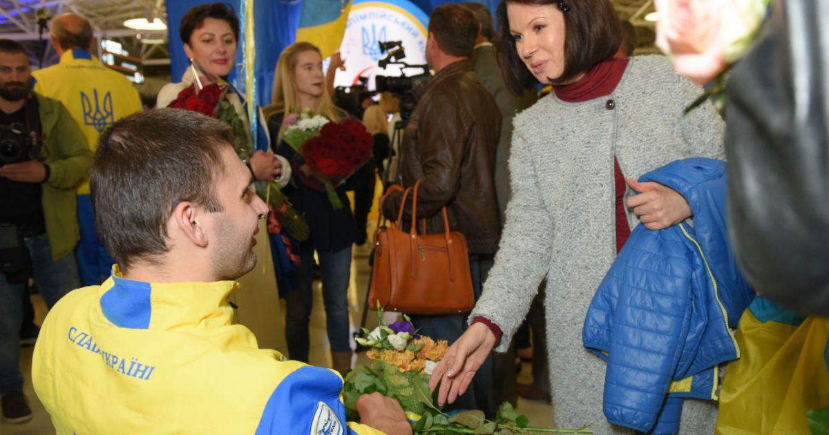 Ведучі ТСН зустріли спортсменів-паралімпійців після тріумфального виступу у Ріо-2016. @ ТСН.ua