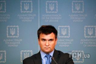 Климкин категорически осудил вандализм возле Мемориала львовских орлят