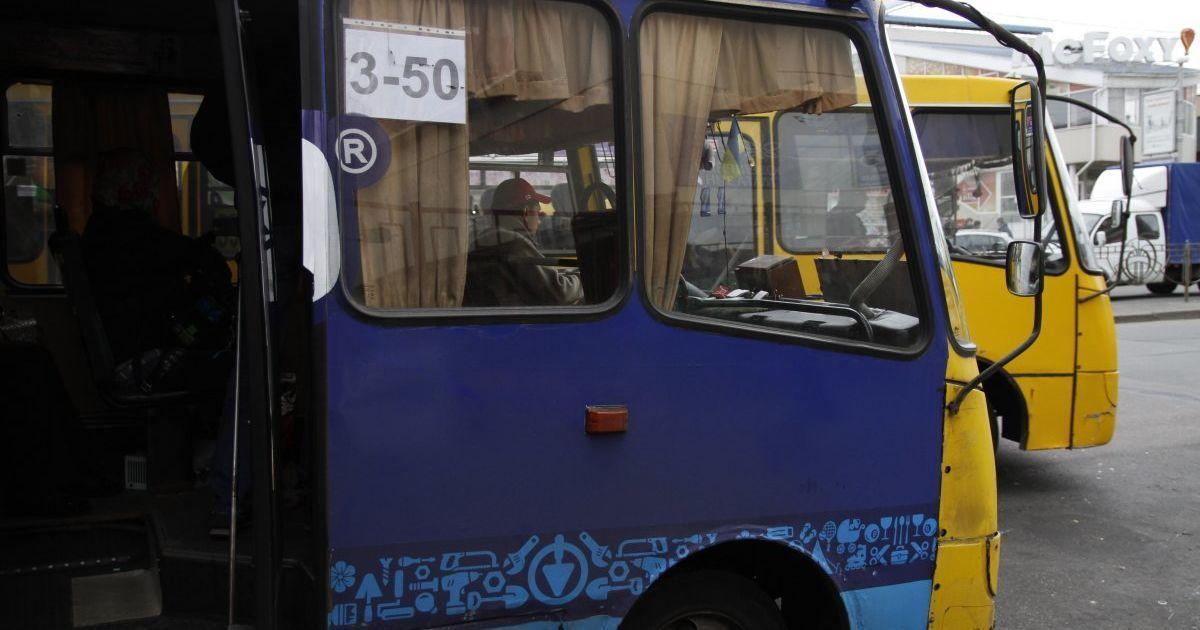 В Чернигове бойцы АТО проучили маршрутчика, который отказался бесплатно везти легендарную айдаровку