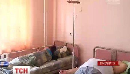 На Прикарпатті 12 людей отруїлися в піцерії