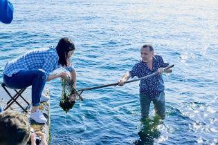 Либкин и Барбир вместе ловили мидии для приготовления ризотто на берегу моря