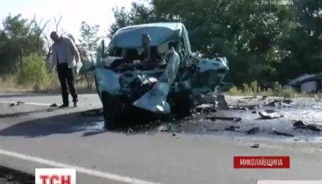 Смертельна аварія на Миколаївщині: два легковики зіткнулися в лобову