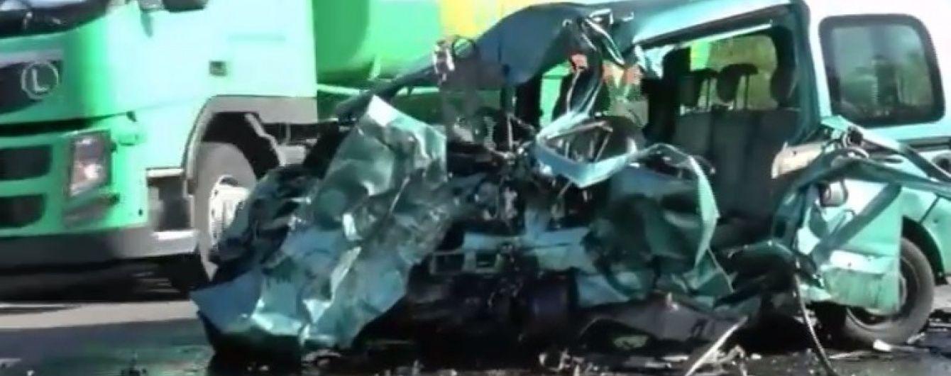 Страшна ДТП під Миколаєвом не залишила нічого від двох легковиків