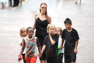 Лед тронулся: Джоли и Питт временно договорились относительно опеки над детьми