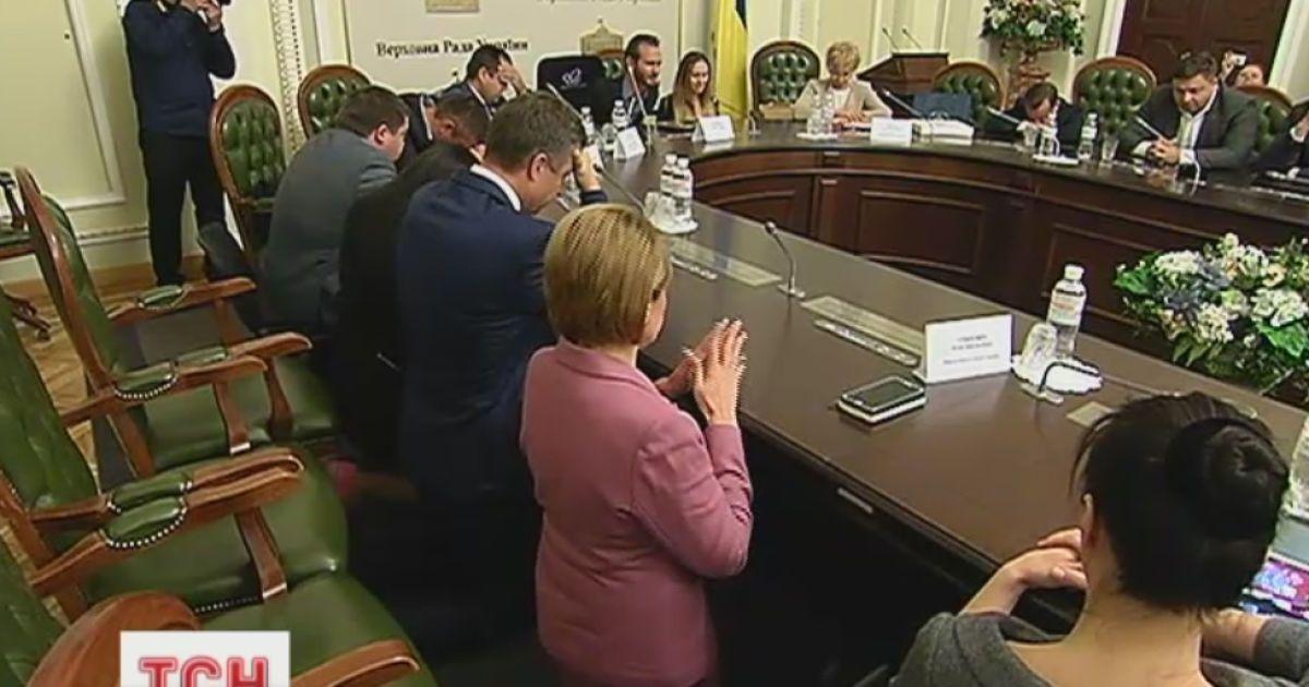 Легендарный Ник Вуйчич поставил украинских чиновников на колени для молитвы