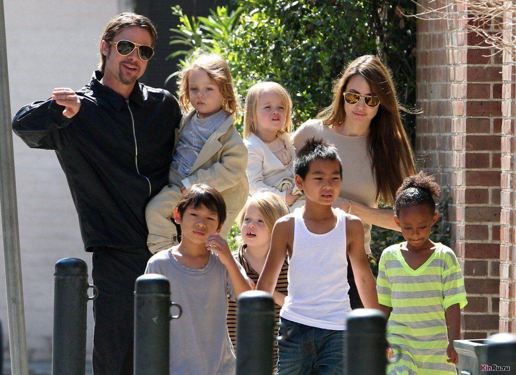 Джолі Пітт з дітьми