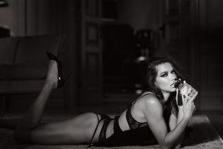 """""""Ангел"""" Victoria's Secret порадувала фанів оголеним селфі"""