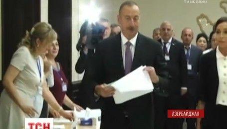 У Азербайджані пройшов референдум, який посилив авторитарний режим в країні