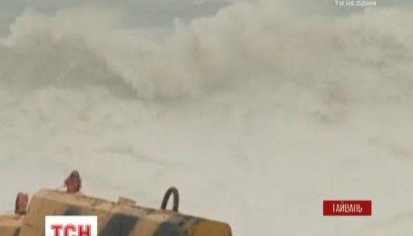 На східному узбережжі Тайваню вирує тайфун