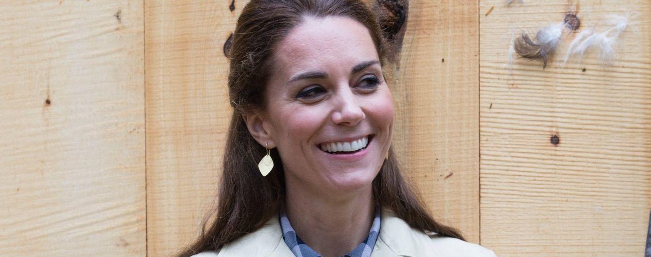 В джинсах Zara и старых сапогах: бюджетный образ герцогини Кембриджской