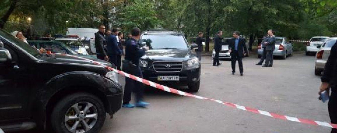 У Києві на порозі дому застрелили чоловіка
