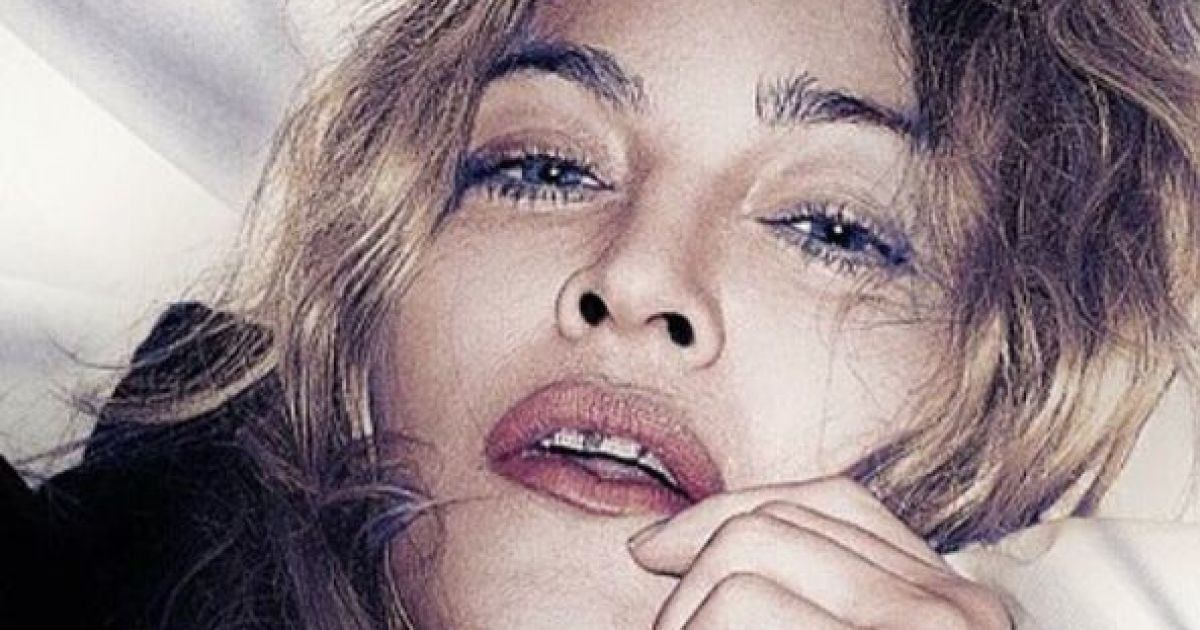 """Скандальна Мадонна """"розмістила"""" Гілларі Клінтон між ніг та роздяглася"""