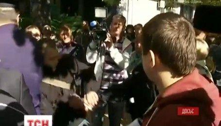 Під одеським апеляційним судом побилися прихильники Опозиційного блоку й місцеві патріоти