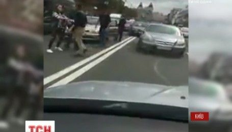 В пробке на Крещатике двое водителей устроили драку