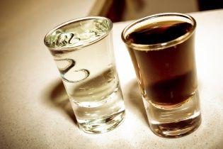 Двое украинских моряков смертельно отравились спиртом на панамском танкере