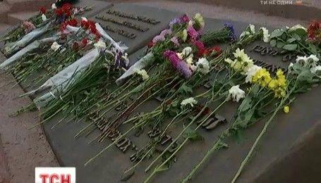Минута молчания и колокола памяти: в Киеве почтили 75-ю годовщину трагедии в Бабьем Яру