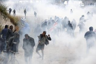 "Снести ""Джунгли"". Во Франции произошли столкновения между мигрантами и полицией"