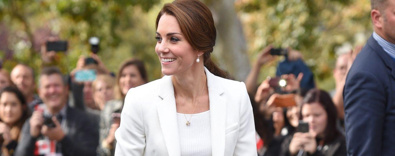 Бюджетно, но красиво: герцогиня Кембриджская в наряде от H&M