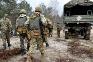 В Яворове на полигоне военный прострелил себе ногу