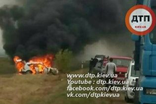 Возле Жашкова хасиды-паломники попали в аварию – их автомобиль полностью сгорел