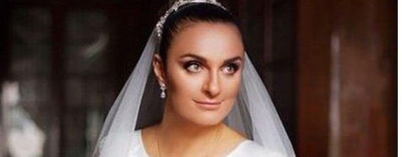 Новоспечена дружина Олена Ваєнга показала яскраві фото з власного весілля