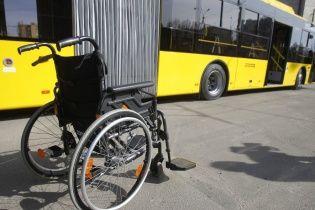 В Киеве неизвестные украли инвалидную коляску у парня с ДЦП