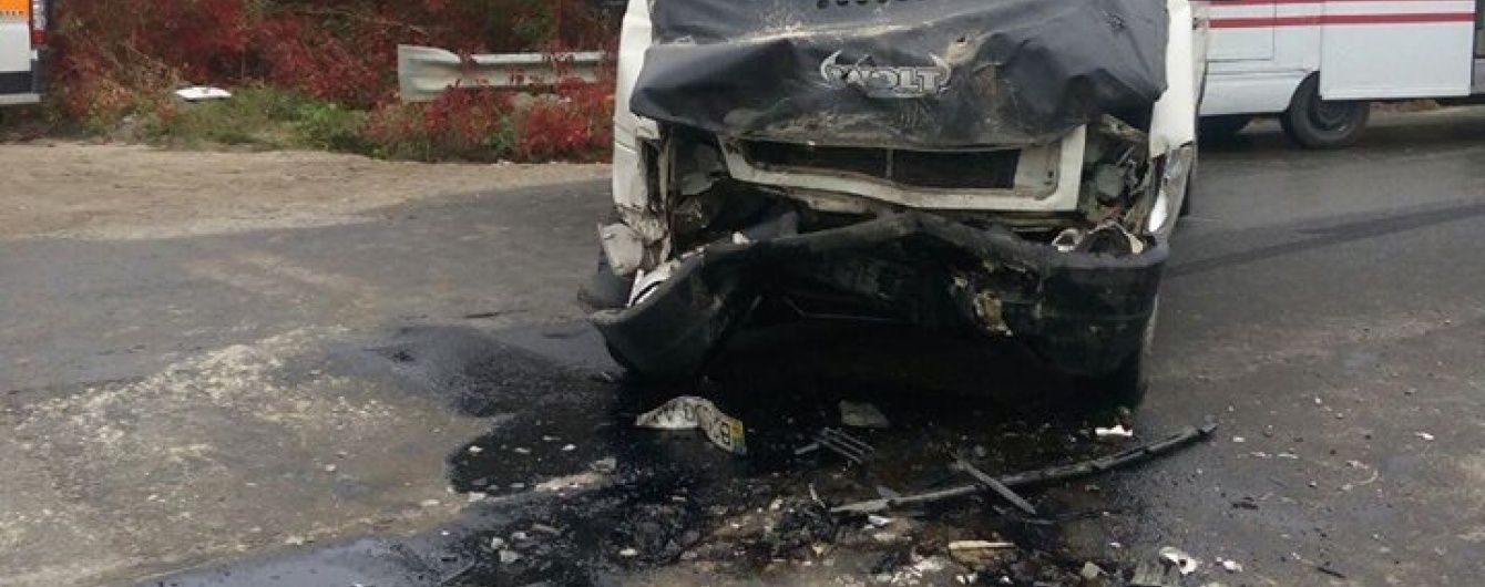 У Тернополі вантажівка протаранила пасажирську маршрутку, травмовані п'ятеро людей