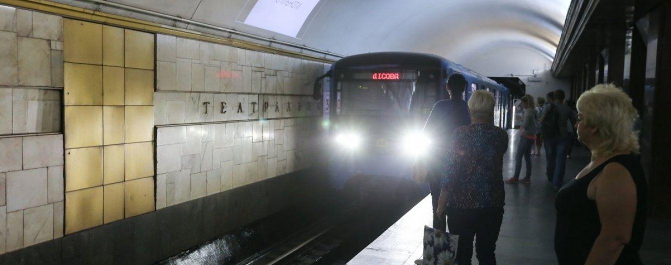 У Києві на станції метро померла людина