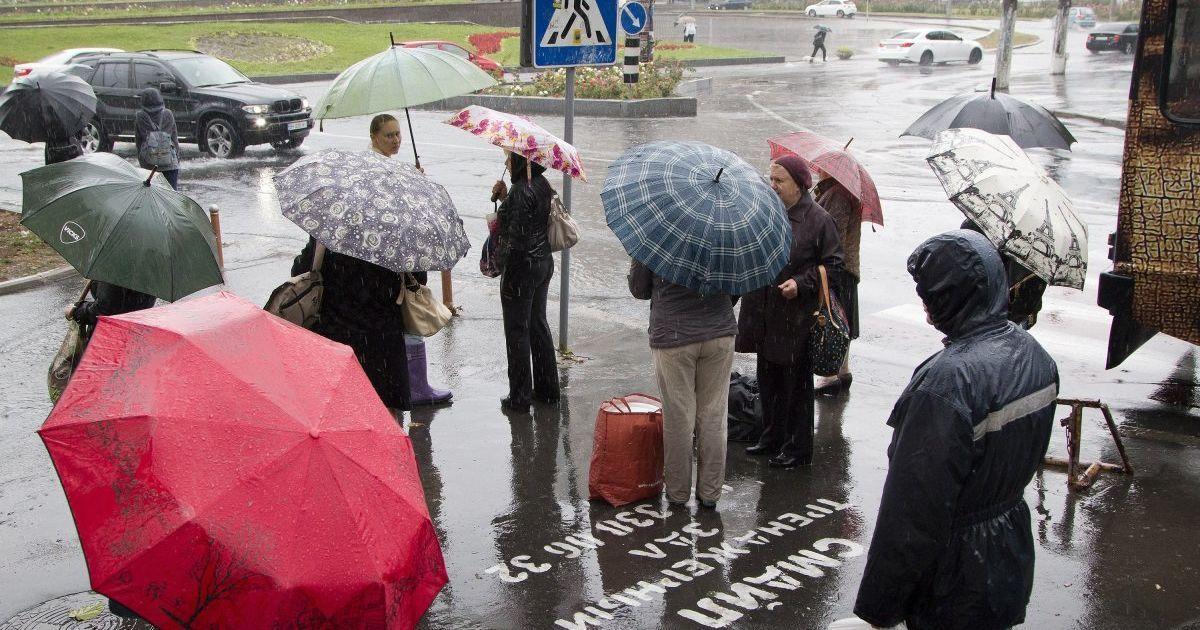 Одеса готується до потужних злив й вітрів: містян закликали сидіти вдома