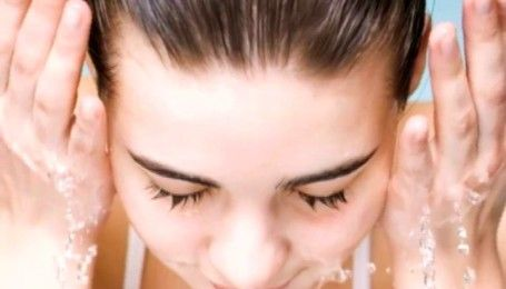 Очищаємо шкіру обличчя без шкоди