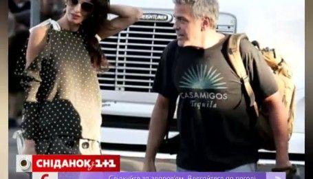 Возлюбленная Джорджа Клуни не покидает актера ни на минуту