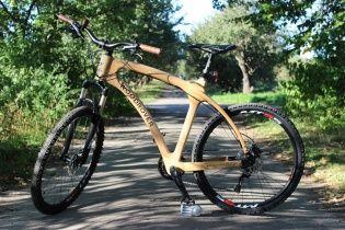 В Италии представили уникальный деревянный велосипед, сделанный в Украине