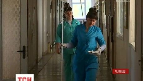 На Буковині до лікарів з отруєнням звернулись гості двох весіль, які святкували в одному ресторані