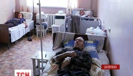 В Запорожской области более десяти человек отравились суррогатным алкоголем