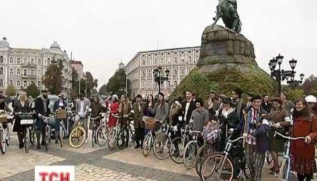 У столиці відбувся романтичний ретро-круїз