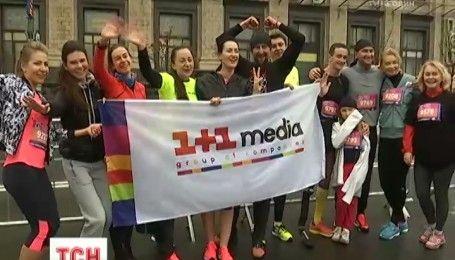 """Команда ведучих """"1+1 медіа"""" взяла учать у марафоні заради маленьких учасників проекту """"Здійсни мрію"""""""