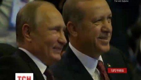 Впервые после авиакатастрофы Су-24 Путин прибыл в Турцию с официальным визитом