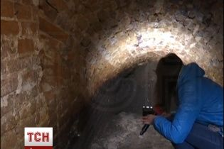 В Житомире во время дорожных работ откопали старинное подземелье